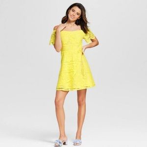 Off shoulder yellow lace A-line dress